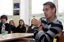 Roman Šeberle navštívil gymnázium Mozartova v Pardubicích