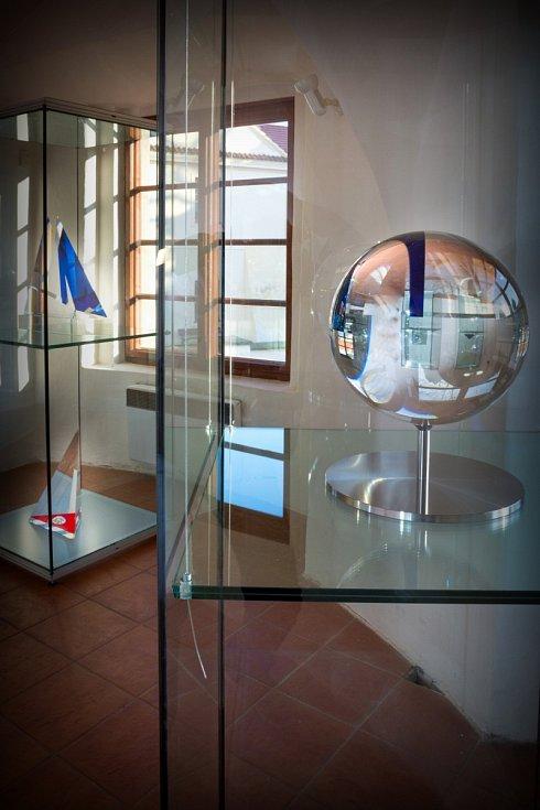 Výstava Vášeň, čas a sklo ve Východočeském muzeu v Pardubicích