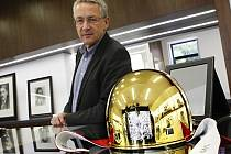 Trofej pro 65. vítěze Zlaté přilby z dílny Pavla Lejhance je již připravena