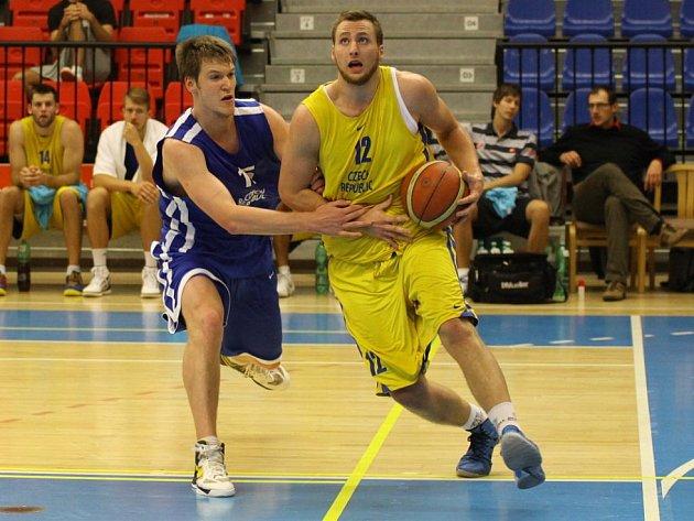 Martin Kříž (vpravo) v zápase svého domovského týmu