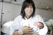 Martin Hladík  se narodil 9. září v 18:21 hodin. Vážil 3800 gramů a měřil 53 centimetrů. Na maminku Martinu a malého Martínka doma v Sezemicích čekají tatínek Josef a čtyřletý bráška Pepa.