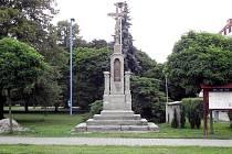 Památník v Dolní Rovni