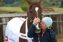 Trenérka Talenta, vítězného koně Velké pardubickéHana Kabelková