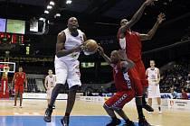 Vedoucí Pardubice vyhrály nad brněnskými basketbalisty.