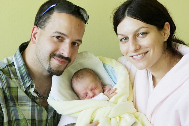 Dominik Kožený se narodil 25. října v 21:32 hodin. Měřil 49 centimetrů a vážil 2870 gramů. Maminku Pavlu u porodu podpořil tatínek Jaroslav a rodina bydlí v Rosicích.