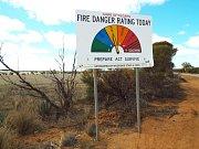 A další cedule, kterou byste jinde těžko hledali. Automatický ukazatel rizika požáru.