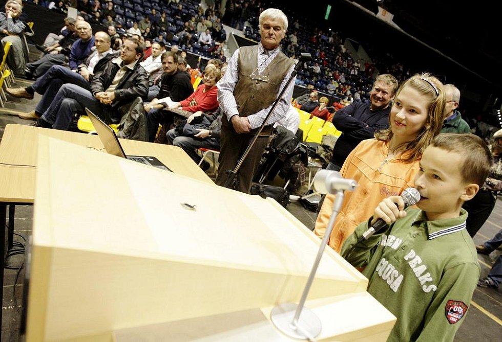 Veřejné projednávání záměru znovuobnovení provozu v semtínské spalovně tentokrát hostila pardubická ČEZ Arena.