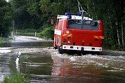 Kvůli vodě z Chrudimky je už uzavřena silnice na Štětín.
