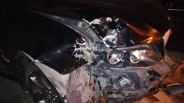 Opilý řidič naboural šest aut