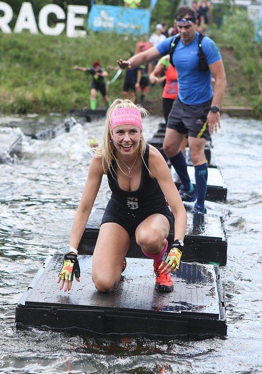 Závodníci Gladiator Race ve Sportovním parku Pardubice museli překonat trať o délce 4,5 kilometru s více než 20 překážkami.