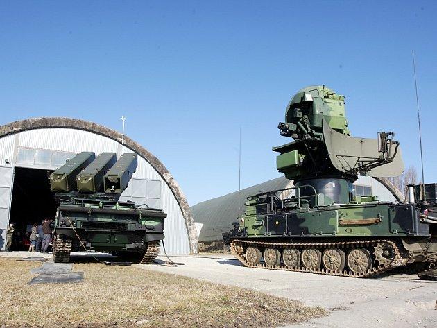 """Modernizovaný protiletadlový komplet SA-6 má výmluvnou přezdívku """"Tři prsty smrti"""""""