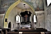Středověký kostel svatého Michaela archanděla má zajímavý i interiér.