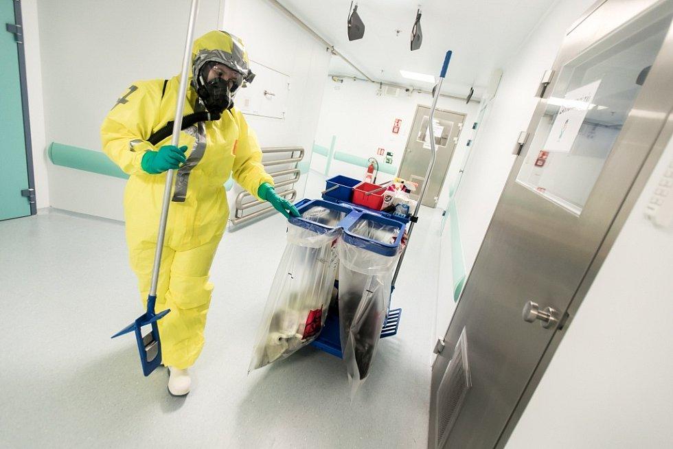 Na dezinfekci tu nestačí jen mop a kbelík.