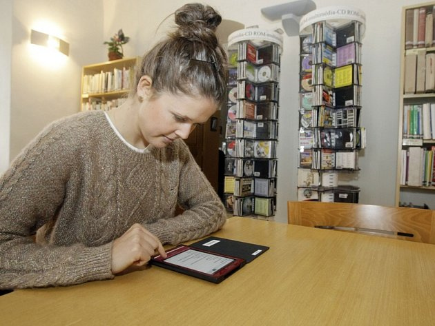 Pardubická knihovna má nové elektronické čtečky