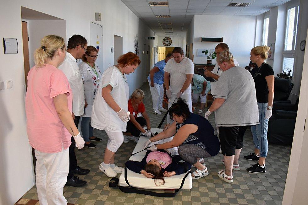 První zářijový týden se v Léčebně dlouhodobě nemocných v Rybitví konalo cvičení jejich zaměstnanců a studentů Střední průmyslové školy chemické Pardubice v poskytování první pomoci.