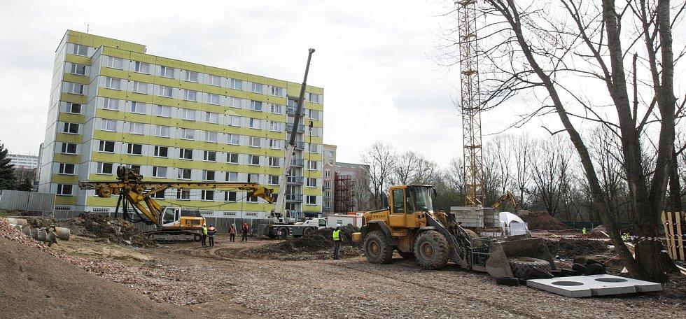 Nový domov pro seniory s demencí Alzheimercentrum vzniká v pardubických Polabinách.