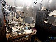 Choltice 7. listopadu 2009. Hasiči zasahovali u požáru v bytě. Oheň ale pravděpodobně nezpůsobila technická závada, ale člověk.