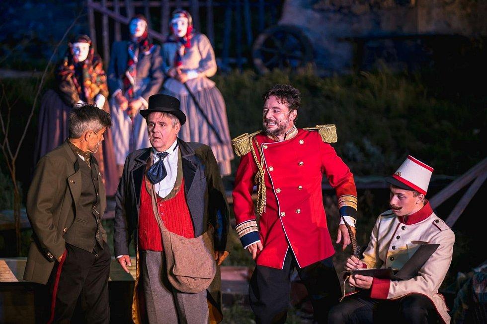 Z představení Tři veteráni Východočeského divadla v Pardubicích