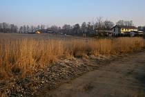 Pole u Černé u Bohdanče je lokalitou vyhrazenou pro těžbu písku