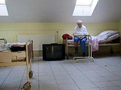Pocit nejistoty zažívali staří obyvatelé pardubického penzionu pro seniory. Situace se nakonec snad vyřešila.
