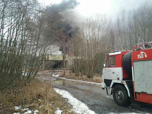 V areálu Poličských strojíren museli zasahovat hasiči.