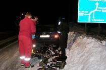 O zraněného řidiče se do příjezdu sanitky postarali bohdanečtí strážníci