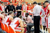 Utkání 5. kola základní části Kooperativa NBL mezi týmy BK JIP Pardubice a USK Praha (83:67).