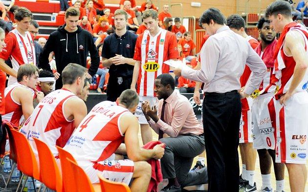 Utkání 5.kola základní části Kooperativa NBL mezi týmy BK JIP Pardubice a USK Praha (83:67).