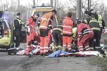 Nákladní automobil u Doubravic srazil a těžce zranil muže.