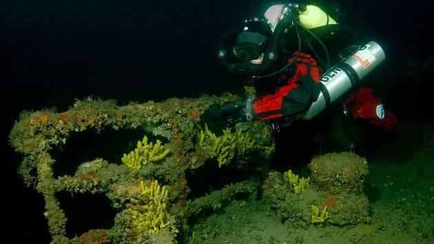 Čeští potápěči jako první předběžně lokalizovali vrak italského křižníku z časů první světové války v dubnu letošního roku. Při této druhé expedici chtěli loď přesně zaměřit, zdokumentovat a poté oznámit souřadnice vraku.
