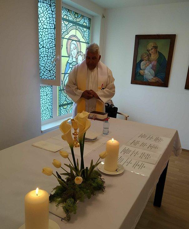 VAlzheimercentru Pardubice byla vysvěcena nová kaple.