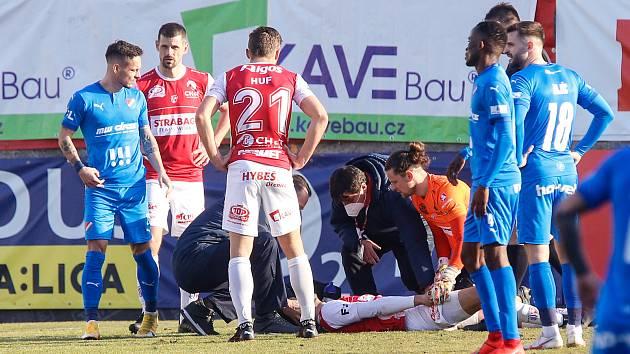 Radost i strach. Pardubický obránce Filip Čihák vstřelil v duelu proti Baníku premiérový gól ve FORTUNA:LIZE, ale za pár minut po tvrdém direktu už mířil do nemocnice.