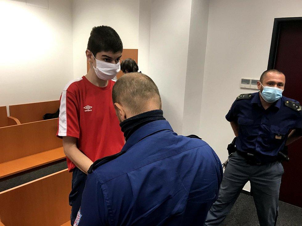 Za znásilnění čtyřleté dívky dostal muž  po dohodě podmínku a ambulantní léčení. Rodiče holčičky se bojí, že ho budou denně potkávat.