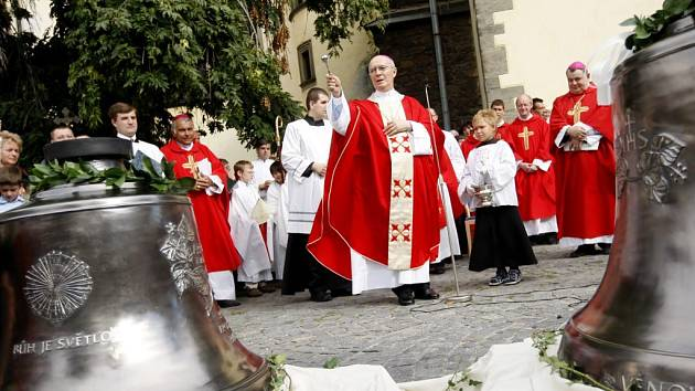 Svěcení se ujal papežský nuncius Diego Causero