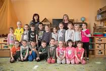 Třída Sluníčka je pro děti ve věku od 5 do 7 let. Zástupkyně ředitelky Eva Quaiserová a paní učitelka Jarmila Skalová se v této třídě zaměřují zejména na zvyšování nároků na pozornost, soustředěnost a zvládnutí samostatného plnění zadaných úkolů, které us