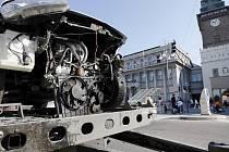 Odklízení následků nehody na křižovatce u Zelené brány