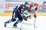 Hokejové utkání Tipsport extraligy v ledním hokeji mezi HC Dynamo Pardubice (v bíločerveném) a Bílí Tygři Liberec  (v modrém) v pardudubické enterie areně.