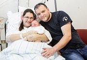 ANNA STOLÍNOVÁ se narodila 20. listopadu v 10 hodin a 48 minut. Měřila 51 centimetrů a vážila 4130 gramů. Maminku Pavlu podpořil u porodu tatínek Roman. Rodina bydlí v Jaroměři.
