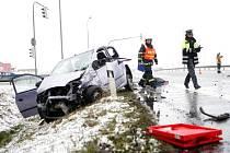 Dražkovická světelná křižovatka je místem častých nehod. Některé, jako třeba tato z března 2013, skončily i tragicky.