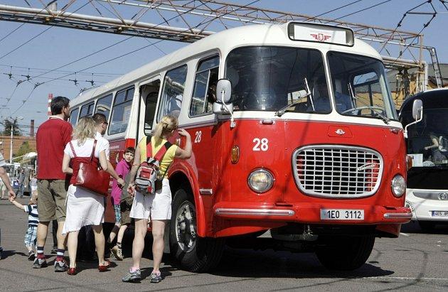 Pardubice slaví 65. narozeniny trolejbusové dopravy