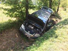 Dopravní nehoda u Chvojence si v sobotu vyžádala dvě zranění.