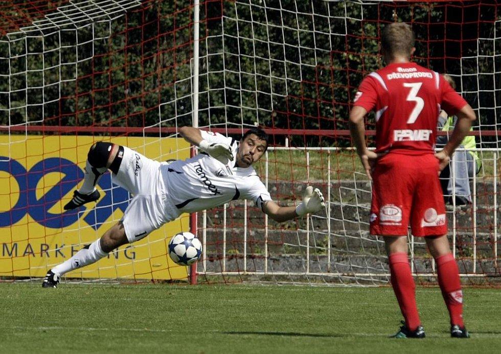 V utkání 2. kola ČFL mezi FK Pardubice a Chomutovem (6:3) viděli diváci na stadionu Pod Vinicí hned devět branek.
