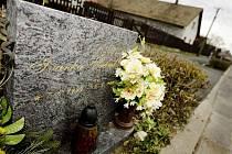 Šestý květen roku 2003 přinesl manželům Šrámkovým z Velin obrovskou tragédii. Ten den totiž vinou dopravní nehody zahynula jejich tehdy tříletá dcerka Ivanka.