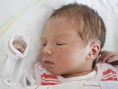 Lucie Klabenešová se narodila 22. července ve 21:16 hodin. Měřila 48 centimetrů a vážila 3140 gramů. Maminku Moniku u porodu podpořil tatínek Martin a doma v Sezemicích čeká ještě čtyřletá Veronika.