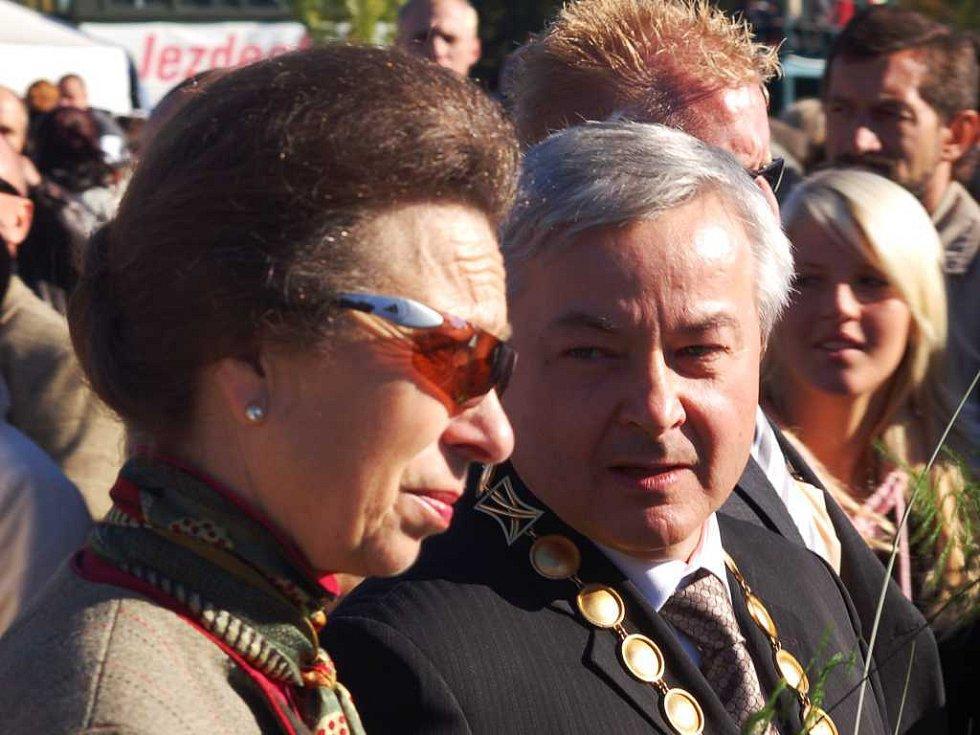 Její Výsost princezna Anna s primátorem Pardubic Jaroslavem Demlem na závodišti