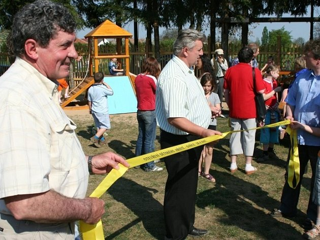 V Dašicích otevřeli nové dětské hřiště.