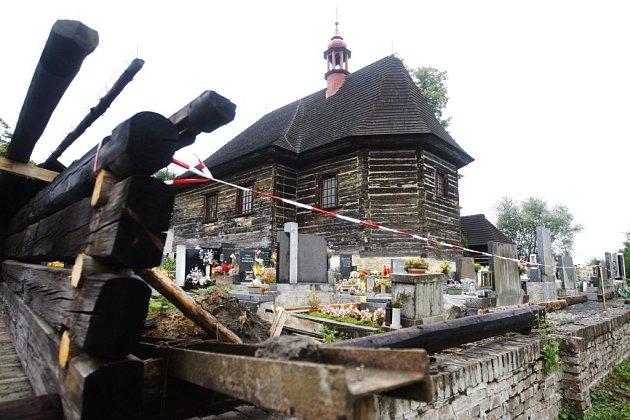 Barokní kostel ve Velinách dostane nový plot