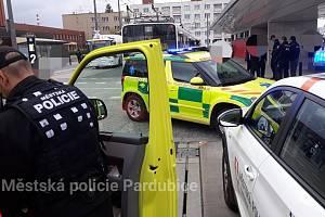 Dvanáctiletého chlapce srazil u nádraží v Pardubicích trolejbus