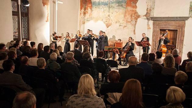 BAROCCO SEMPRE GIOVANE je komorní soubor složený z  mladých profesionálních hudebníků, specializuje se na interpretaci skladeb vrcholného baroka.