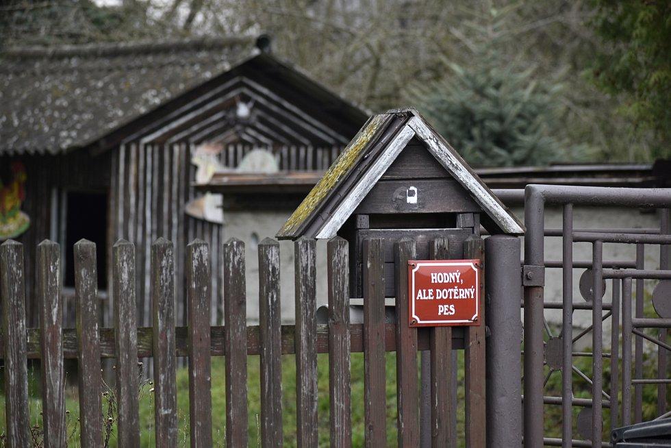 Malebná obec na Pardubicku s názvem Rokytno skrývá mnoho drobných zajímavostí.